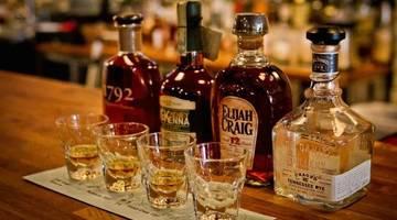 Почему Москва выбирает доставку алкоголя на дом