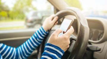 Франция запрещает использование смартфонов в автомобилях, даже когда вы съезжаете на обочину