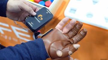 NeoMano - это повседневная роботизированная перчатка для пациентов с параличом