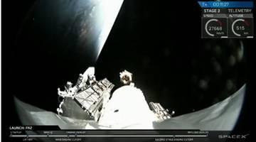 SpaceX успешно запускает Falcon 9, несущий интернет-спутники