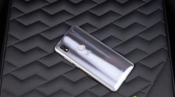 Смартфон серебряного серфера