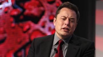 Илона Маска обвинили в дефиците батареек