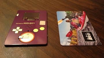 Arduboy — визитка, с помощью которой можно играть в Tetris