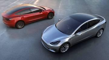 Tesla собирает батареи Model 3 вручную, стараясь уложиться в сроки