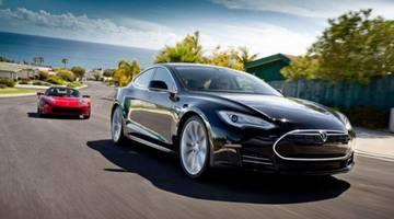 Электромобили Tesla получат автопилот 15 октября
